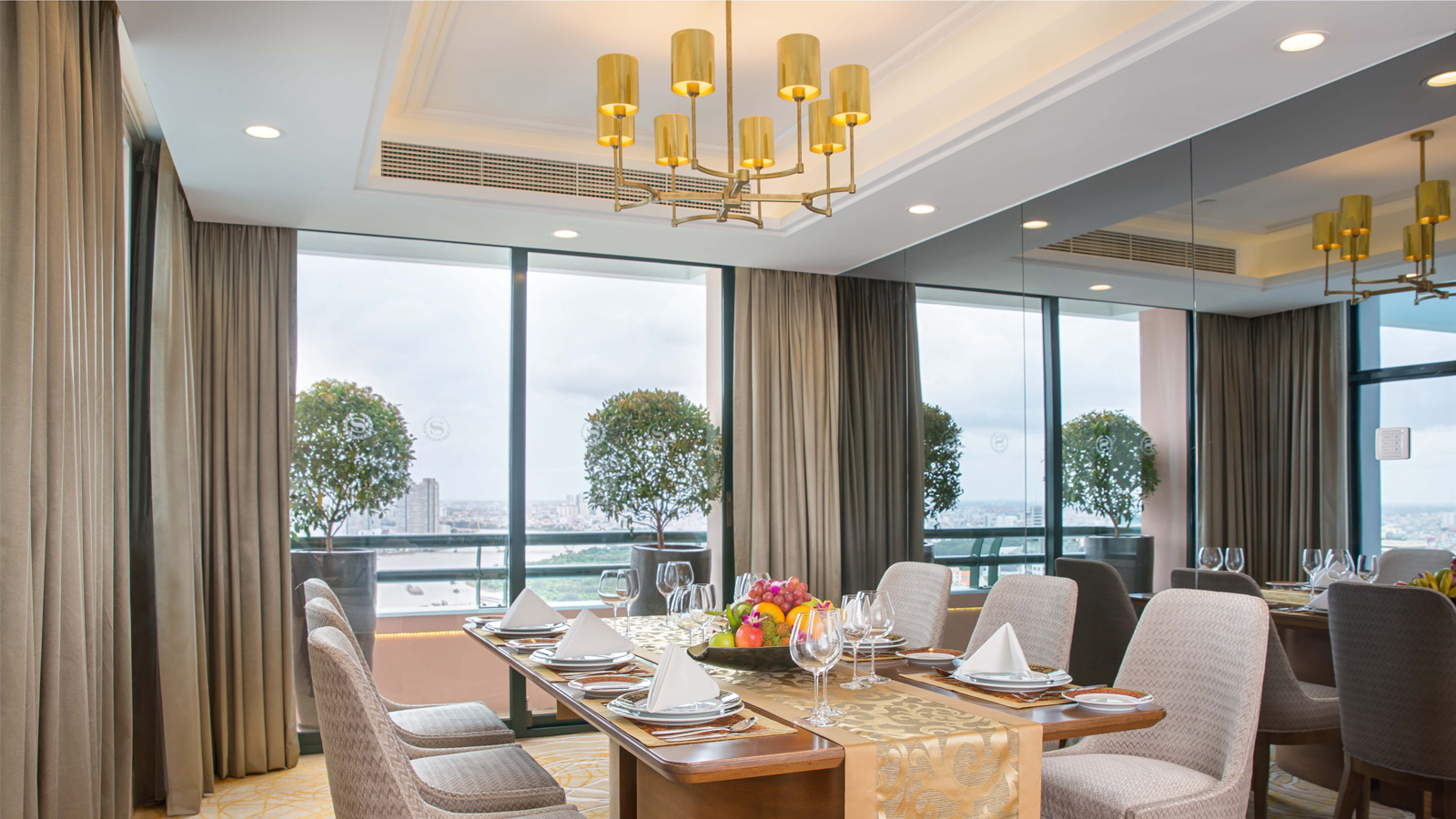 Grand Tower Presidential Suite - Dining room, Sheraton Saigon Hotel & Towers