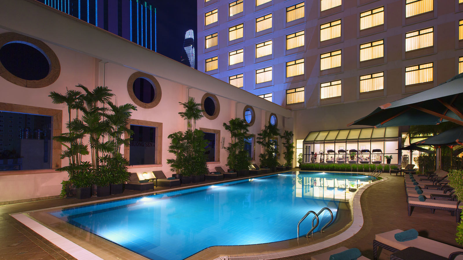 Swimming pool, Lifestyle Bar, Sheraton Saigon Hotel & Towers